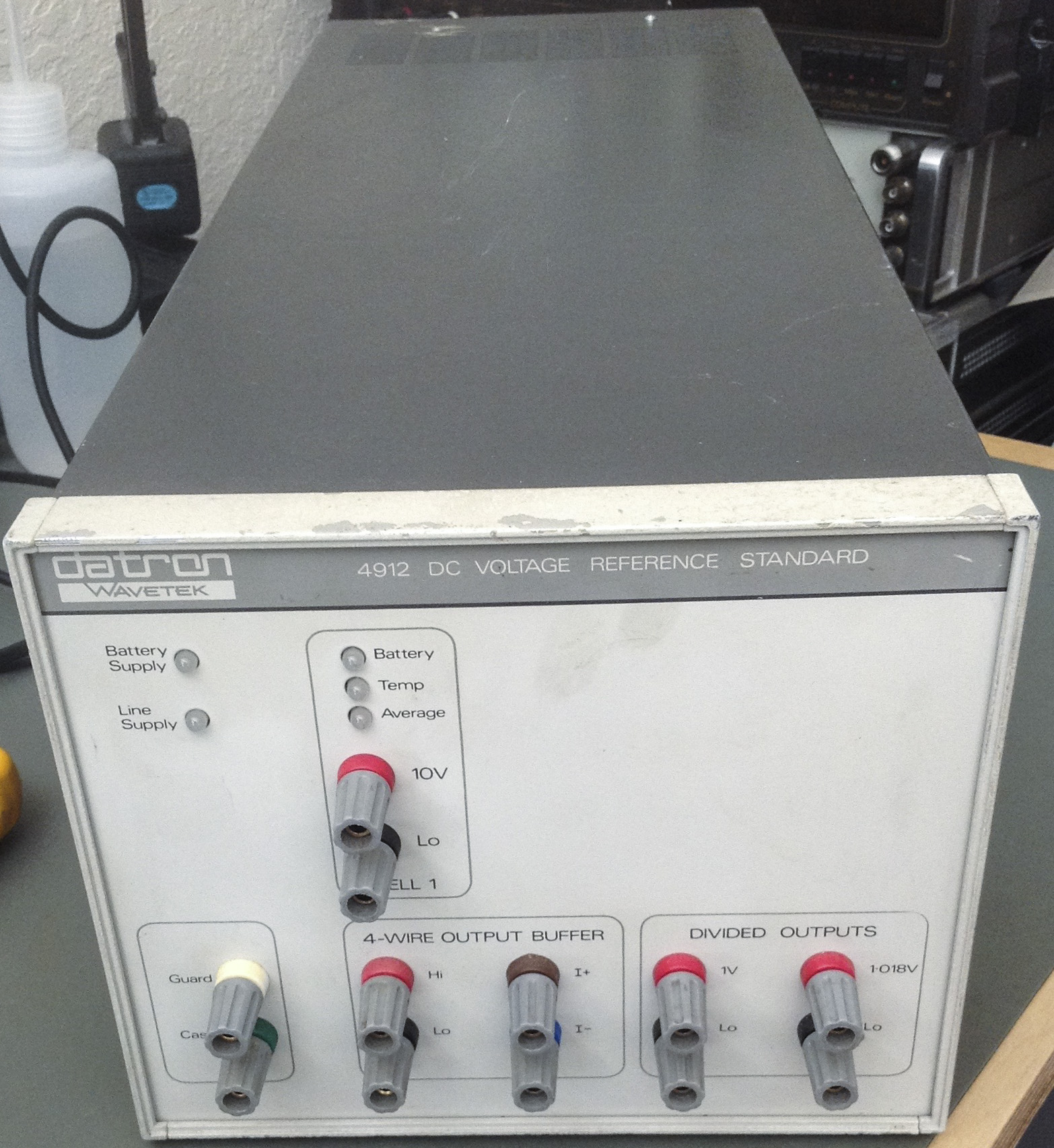 Datron 4910 Series Dc Voltage Reference Repair Divider Designed To Produce 35v Output From 10v Since Was Earlier Prior Fluke Acquired Companys Assets Its Likely That 734a Developed After Idea